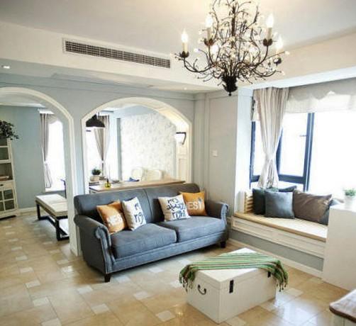 两个大大的拱形门框成了小客厅与室内其他